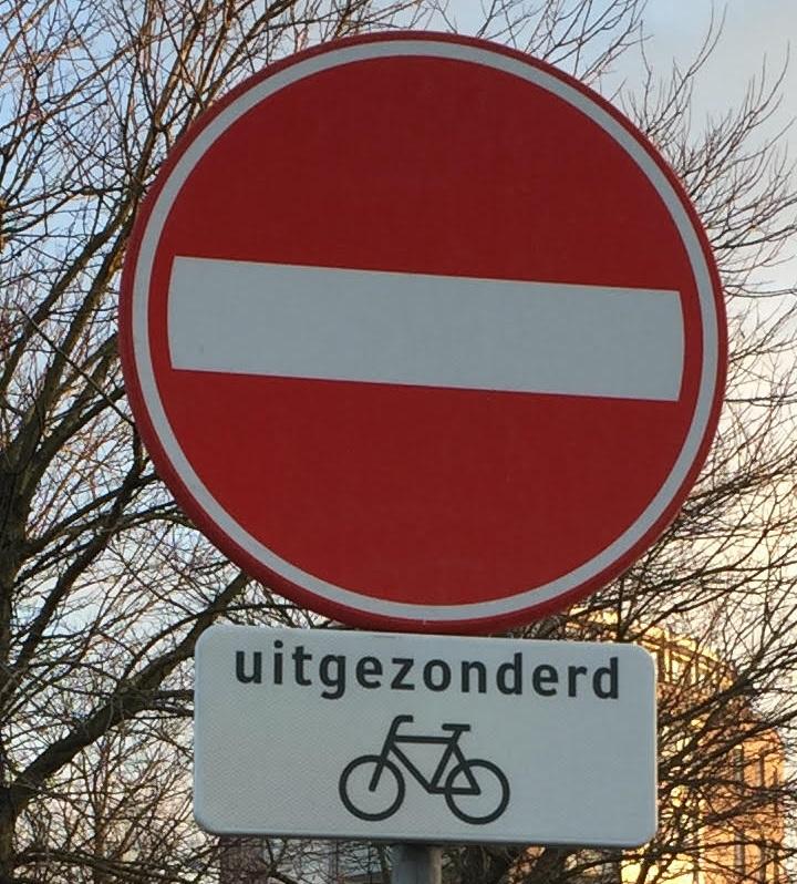 Duidelijkheid rijrichting fietsers LaFontaineplein!